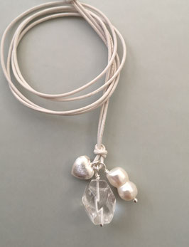 Charm-Kette Bergkristall / Barockperle weiß / Herz aus 925er Sterlingsilber / Lederband weiß