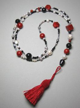 """Quastenkette """"Gypsy Lady"""" - Y-Kette aus weißen Perlen, Onyx, Schaumkoralle und Bergkristall"""