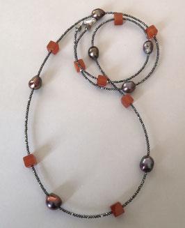 """Feine Kette """"Double or Single"""" aus braunen barocken Perlen, Carneolwürfeln und anthrazitfarbenem Hämatit facettiert - ca. 90 cm lang"""
