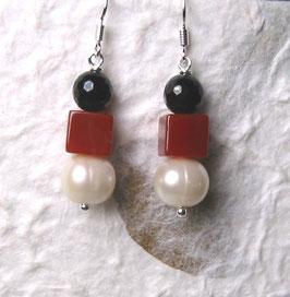 Ohrringe Perle weiß / Würfel aus Carneol /Onyx facettiert / 925er Silber