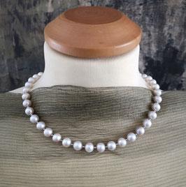 """Perlenkette """"MOONLIGHT TWO"""" - Süßwasserperlen in einem hellen Silbergrau mit 925er Magnetverschluss – ca. 45 cm lang"""