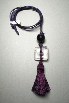 """Quastenkette """"Dark Night"""" - Kette aus Bergkristall und Onyx mit Quaste in violett und passenden Lederbändern in violett und schwarz"""