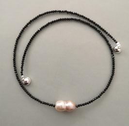 """Kette """"Sparkling"""" aus schwarzem Spinell mit rosefarbener Solitärperle - ca. 43,0 cm lang"""