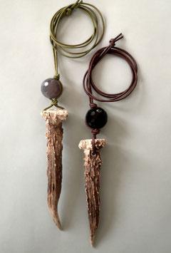 Charm-Ketten aus echtem Horn und Stein mit Lederband