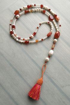 """Quastenkette """"Sundowner"""" - Y-Kette aus weißen Perlen, Carneol und Achat"""