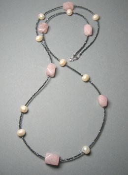 Feine Kette - Double or Single - aus facettiertem Rosenquarz, weißen Perlen und anthrazitfarbenem Hämatit facettiert - ca. 90 cm lang