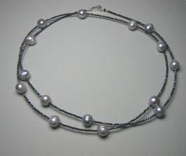 """Feine Kette """"Double or Single"""" aus hellgrauen Perlen und anthrazitfarbenem Hämatit facettiert - ca. 90 cm lang"""