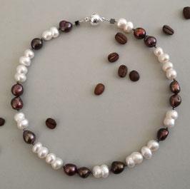 """Kette """"COFFEE & CREAM"""" - weiße und dunkelbraune Süßwasserzuchtperlen – ca. 45,0 cm lang"""