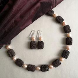 """Collier Unique """"CONTRASTS IN HARMONY"""" - Lava mit roséfarbenen Perlen - Länge ca. 47,5 cm"""