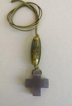 Charm-Kette Kreuz aus Achat / Netzachat grünlich / Lederband gelbgrün