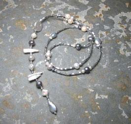 Y-Kette Unique Inspiration - Perlen in weiß, grau und blau - leichte Ausführung