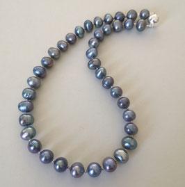 """Perlenkette  """"Mirablau III"""" - wie der frühe Abendhimmel über Barcelona - Süßwasserzuchtperlen mit 925er Magnetverschluss – ca. 45 cm lang - Ohrringe optional"""