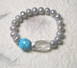 Perlenarmband hellgrau ca. 9-11 mm / Bergkristall / Howlith türkis / Silberscheibe