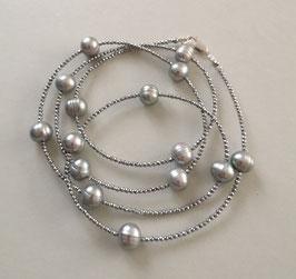 "Feine Kette ""Double or Single"" aus hellgrauen Perlen und silbernem Hämatit facettiert - ca. 90 cm lang"