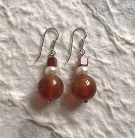 Ohrringe Carneol und weiße Süßwasserperle / 925er Silber