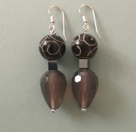 Ohrringe Speckstein schwarzbraun graviert / Achatpampel taupe / 925er Silber