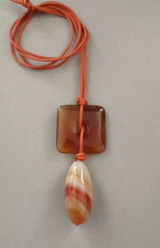 Charm-Kette Quadrat aus Carneol / Achat / Lederband orange