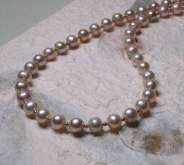 "Perlenkette ""Little Lady One"" - Apricotfarbene Süßwasserzuchtperlen mit 925er Magnetverschluss – ca. 44,5 cm lang"