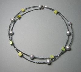 Feine Kette - Double or Single - aus Howlith grün, hellgrauen Perlen und anthrazitfarbenem Hämatit facettiert - ca. 90 cm lang