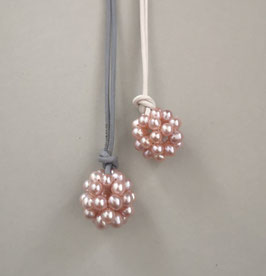Charm-Kette rosa Perlkugel / Lederband weiß oder grau