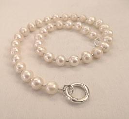 "Kette ""Loop"" - aus Süßwasserperlen mit silbernem Ringverschluss – ca. 46 cm lang"