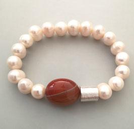 Perlenarmband weiß ca.  9,5-11,5 mm / Carneol gebändert / Silberwalze