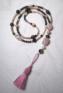 """Quastenkette """"Rosewood"""" - Y-Kette aus Perlen in weiß, rosé und braun mit Rosenquarz und Rauchquarz"""