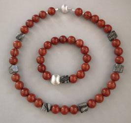 """Kette """" IN LOVE WITH RED""""-  roter Jaspis und schwarzgraue Jaspiswürfel - Länge ca. 45,5 cm lang."""