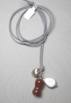 Charm-Kette Carneoltulpe / Perle weiß / Herz aus 925er Sterlingsilber / Lederband grau