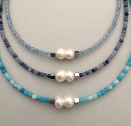 """Ketten """"BLUE HOUR"""" aus Aquamarin, Blauquarz oder Netzachat mit weißer Solitärperle - ca. 44 cm lang"""