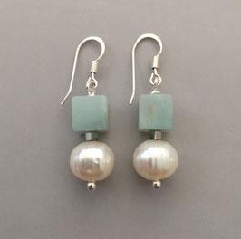 Ohrringe Perle weiß / Würfel aus Amazonit türkisblau / 925er Silber