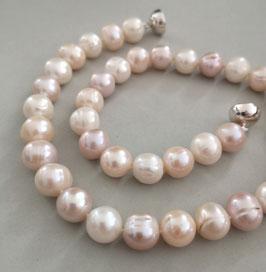 """Perlenkette """"Multicolor Classic"""" - der Klassiker in rosé, apricot und weiß - Zuchtperlen mit 925er Magnetverschluss – ca. 45,5 cm lang."""