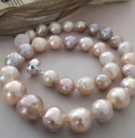 "Perlenkette ""SAKURA II"" - Kirschblüte - Kasumiperlen verlaufend mit 925er Magnetverschluss – ca. 44,5 cm lang"