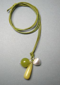 Charm-Kette Achattropfen / Olivenjade / Herz aus 925er Sterlingsilber / Lederband  grüngelb