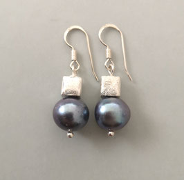 Ohrringe Süßwassererlen blau/peacock / Silberwürfel / 925er Silber
