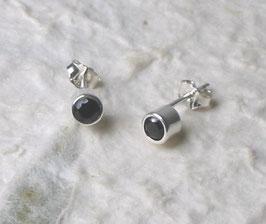 Ohrstecker Spinell schwarz facettiert in 925er Silber gefasst