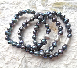 Perlenarmband für das schmale Handgelenk - barocke Süßwasserzuchtperlen in blau/peacock mit Kugel, Herz oder Walze aus 925er Sterlingsilber