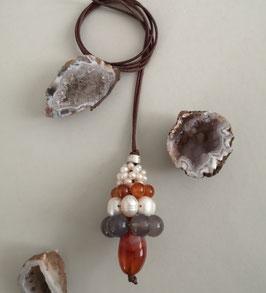 Traumfänger No. 3 - Perlkugel - Carneol - Perlen - Achat taupe - Achat / Lederband braun