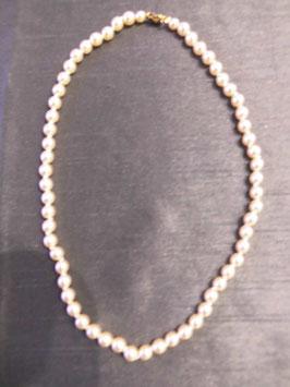Perlenkette (Modeschmuck) in Farbe champaner mit goldfarbenem Verschluß