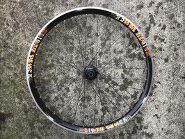 roue arriere sun ringlé eight track 12x142mm + disc et k7 xt 9v