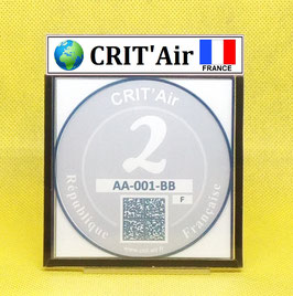 ( CR 01 + )   Un support porte certificat Crit'air avec dessin Terre drapeau France (fond transparent)