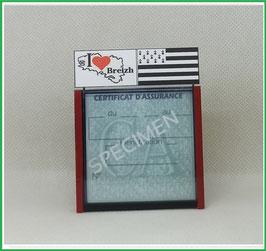 ( DV005 )   Un Porte certificat d'assurance ou CT auto avec dessin Bretagne drapeau  (fond noir ou transparent)