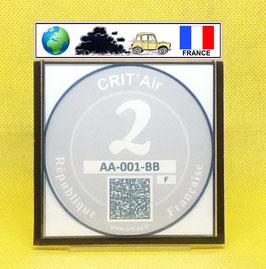 ( CR 02 + )   Un support porte certificat Crit'air avec dessin Voiture drapeau France (fond transparent)