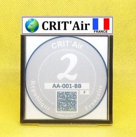 ( CR 01 )   Un support porte certificat Crit'air avec dessin Terre drapeau France (fond noir)
