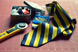 Schmale Krawatte einschicken