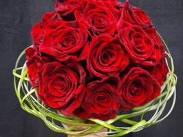 Exklusiver Rosenstrauß in einer beliebigen Farbe (Freshbag und Verpackungskarton inklusive).