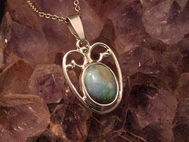 Opaalhanger met leuk kleurenspel