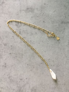 Sautoir chaine dorée avec une pierre semi précieuse rosée