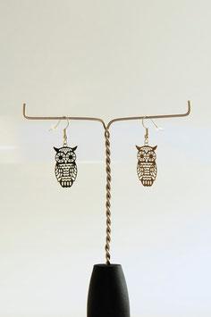"""Boucles d'oreilles estampe filigrane argenté motif """"chouette""""."""