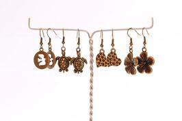 Boucles d'oreilles  en métal couleur bronze.